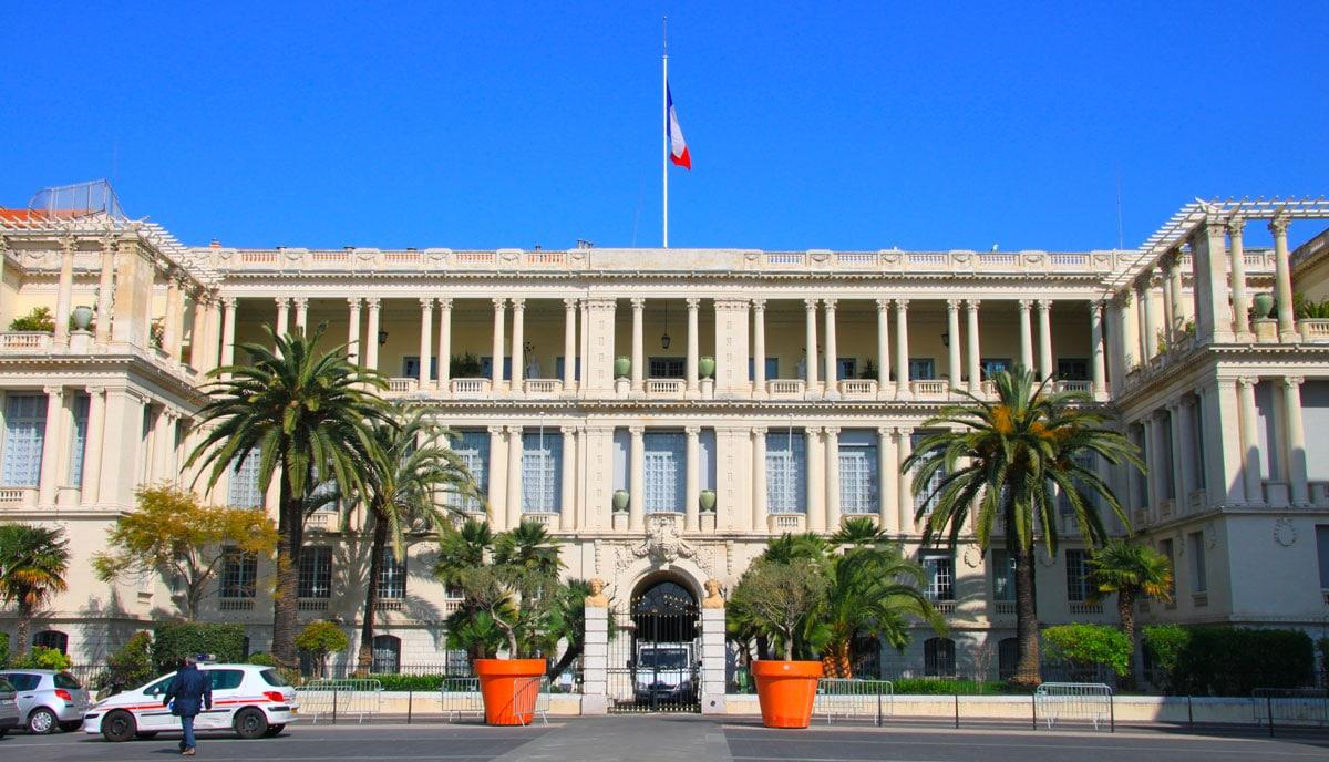 La Préfecture de Nice pour renouveler un certificat d'immatriculation